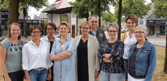 v.l.n.r. Nelie, Rita, Ina, Heidi, Hannie, John, Diny, Jacqueline, Diny (ontbrekend op de foto: Ronald)